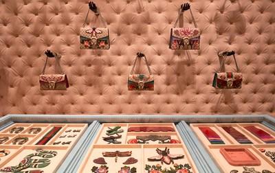f3595816b4 Gucci lancia il nuovo progetto Diy Un corner Diy nel negozio Gucci a  Montenapoleone