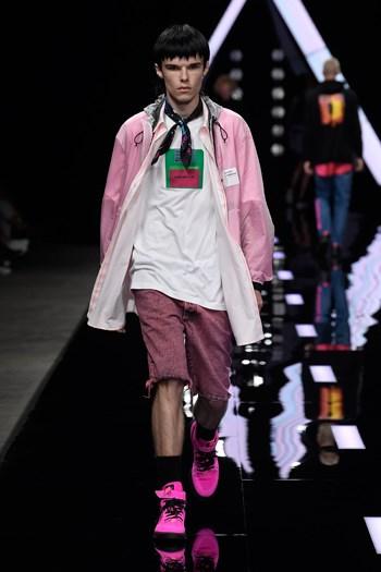 Prada e Zegna illuminano Milano - MFFashion.com 8e59c0f0618