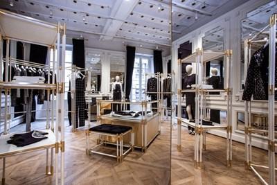 9b324b1525 Balmain, primo anniversario per lo store di Milano Lo store Balmain in via  Montenapoleone