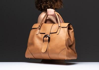classico vendita calda a buon mercato vendita calda Delvaux presenta la borsa XXL con Jean Colonna - MFFashion.com