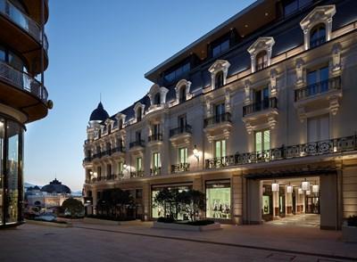 reputable site cc631 7b4d3 Prada inaugura due nuovi store a Monte Carlo - MFFashion.com