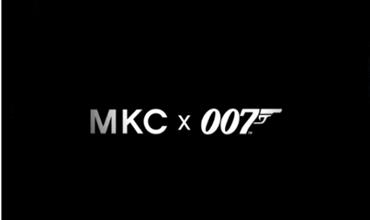 Michael Kors svela la capsule di borse con 007