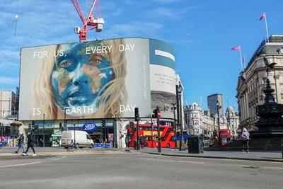 Stella McCartney firma un progetto digital per l'Earth day