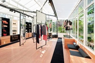 Chanel Torna A Saint Tropez Con La Sua Boutique Estiva Mffashion Com